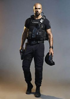 Shemar Moore of the CBS series S. Photo Credit: Smallz + Raskind/Sony Pictures Television © 2017 Sony Pictures Television My Handsome Man, How To Look Handsome, Airsoft, Shemar Moore Shirtless, Cops Tv Show, Sherman Moore, Swat Police, Tv Series 2017, Los Angeles Police Department