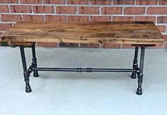 We have planned here a DIY pallet bench with iron pipe legs which can be availed for sitting anywhere in home or at outdoor. Reclaimed Wood Benches, Diy Wood Bench, Pallet Bench, Wood Pallet Furniture, Industrial Furniture, Wood Table, Wood Pallets, Furniture Vintage, Vintage Industrial