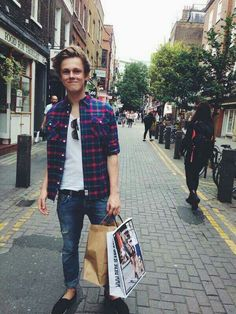 Casper Lee trying to be stylish