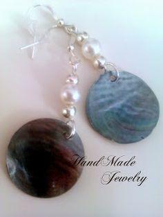 Bisuteria Hecho a ManoPendientes con Cuentas Circulares de Concha y perlas / Round Shell Beads with pearls Earrings 4.00   https://www.facebook.com/HandMade.HechoaMano http://bisuteriahechoamano.blogspot.co.uk http://www.etsy.com/shop/HmShop