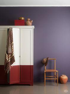 """Jotun har Lady pure color 4623 mørk indigo med i sitt nye fargekart. Her fra stilretningen """"Travel in Style""""."""