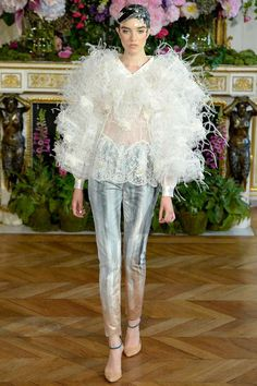 Alexis Mabille Parigi - Haute Couture Fall Winter - Shows - Vogue. Alexis Mabille, Pure Couture, Couture Looks, Couture Fashion, Runway Fashion, Fashion Show, Fashion Design, Women's Fashion, Fashion Women