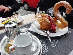 Cafepause auf einer unserer Tagestouren rund um Würzburg ... French Toast, Breakfast, Ethnic Recipes, Round Round, Morning Coffee