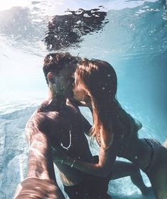 Are you in a relationship with anyone? Snapping selfies is the most important thing now a days specially due to social media. Check 35 best selfie poses for couples that surely going to help you. Couple S'embrassant, Photo Couple, Couple Posing, Hippie Couple, Couple Ideas, Couple Tumblr, Tumblr Couples, Selfie Poses, Cute Relationship Goals