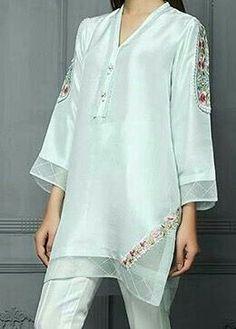Simple tunic with matching pants. Bolder colors for me. Muslim Fashion, Hijab Fashion, Fashion Dresses, Kurta Designs, Blouse Designs, Simple Tunic, Classy Suits, Stylish Dress Designs, Pakistan Fashion