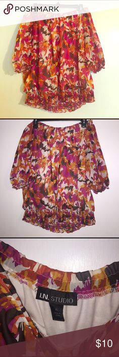 🏝Summer floral 🌸🌺blouse XL super comfortable! Scoop neck with elastic at neckline arms and waistband, this is not shear on the body, it has a built in liner. Can be worn on the shoulder or off shoulder. Tops Blouses