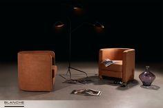 Кресла TOFFI были изготовлены на фабрике BLANCHE по эскизу нашего Клиента, который поставил перед нами задачу создать изящные кресла, гармонично дополняющие его жилое пространство. За счет полукруглой конструкции спинки формы кресел приобрели мягкие плавные очертания. А завершением образа стал текстиль натурального оттенка теплой охры, который мы подобрали среди цветов осенней палитры.
