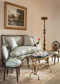 Luxury bedroom designs - Marie Antoinette Style theme decorating ideas - French provincial furniture baroque style -