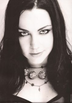 Fade to black Amy Lee Evanescence, Goth Women, Fade To Black, Most Beautiful Women, Black And White Photography, How To Look Better, Chokers, Celebrities, Hair Styles