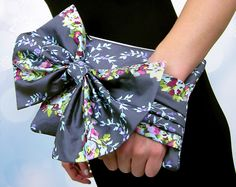 Happy Holidays with FreeSpirit & Rowan: Pleated Evening Clutch with Bow in Alchemy Sateen Bliss | Sew4Home