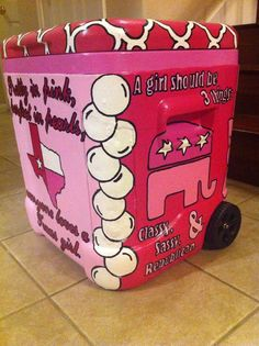 I need this cooler! Custom 48 QT Hand Painted Cooler by SweetHomeSouthern on Etsy Hand Painted Coolers, Chio, I Cool, Cool Stuff, Coolest Cooler, Diy And Crafts, Arts And Crafts, Cooler Designs, Cooler Painting