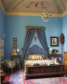 Antonello Radi: The ceiling fresco in the bedroom is original, and the antique crystal chandelier is Tuscan; a Umbrian chest sits at the foot of the bed, which was designed by Radi and incorporates an antique gold-leaf valance. Blue Rooms, Blue Bedroom, Blue Walls, Gypsy Bedroom, Bedroom 2018, Pretty Bedroom, Bedroom Colors, Ceiling Design, Ceiling Detail