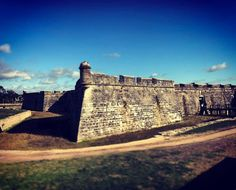 A beautiful mid-17th century Vaubanesque fortress...... in Florida.  Saint Augustine. The oldest city in N America.
