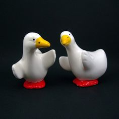 White Geese Salt and Pepper Set - Vintage Kitchen - Collectible - Country Farm Decor circa 1980s