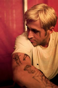 Ryan Gosling as Luke in The Place Beyond the Pines Ryan Gosling Tattoos, Ryan Gosling Movies, Ryan Thomas, Film Inspiration, How To Pose, Hey Girl, Film Stills, Great Movies, Man Crush