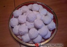 The authentic kourabiedes from N. Karvali Recipe by Cookpad Greece Greek Cookies, Cupcake Cookies, Ice Cream Recipes, Greek Recipes, Kourabiedes Recipe, The Kitchen Food Network, Greek Sweets, Pastry Shop, Sweets Recipes