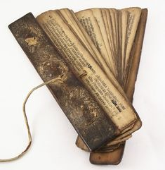 This is a fan book, a rare book format where pages were united by a thred in one side which allowed them to open forming a fan form. No information about the copyrights of the image. Leaf Book, Traditional Books, Religious Text, 17th Century Art, Book Format, Antique Books, Illuminated Manuscript, Bookbinding, Paper Art