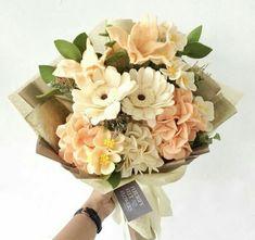 Bucket bunga Felt Flower Bouquet, Beautiful Bouquet Of Flowers, Diy Bouquet, Felt Flowers, Diy Flowers, Fabric Flowers, Paper Flowers, Felt Diy, Handmade Felt
