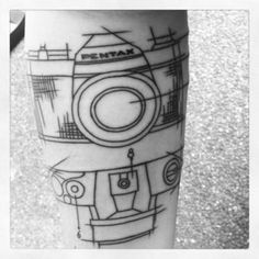 Graphic camera tattoo -- Camera's instantly remind me of my mum -- I like the kind of engineering-sketch style. Camera Tattoos, Up Tattoos, Tattoo You, Body Art Tattoos, Cool Tattoos, Tasteful Tattoos, Tatoos, Line Drawing Tattoos, Tattoo Drawings