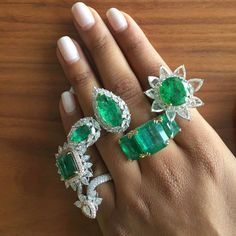 GREENS FOR BREAKFAST!!! From @kamyenjewellery , we are starting the day with a handful of greens!! Magnificent emeralds, unique designs @kamyenjewellery