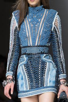 Balmain Spring 2018 Men's Fashion Show Details - The Impression Men Fashion Show, Denim Fashion, Look Fashion, High Fashion, Fashion Outfits, Womens Fashion, Fashion 2018, Paris Fashion, Runway Fashion