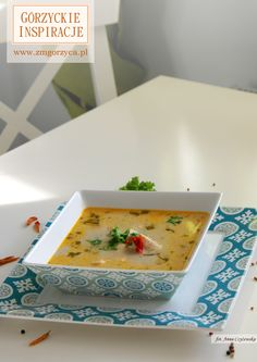 Lekka zupa tajska z kurczakiem, limonką i chili łączy w sobie wszystko co najlepsze http://zmgorzyca.pl/index.php/pl/kulinarny/zupy/389-tajska-zupa-z-limonka-9
