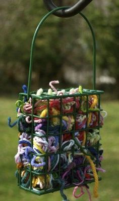 Scraps of yarn to help birds with their nest. A cheap bird suet feeder A couple of handfuls of yarn scraps, cut into 4 to 8 inch lengths. Put the scraps in your suet feeder and voila! You've just provided nesting materials for all the birds in your area. Diy Vintage, Fun To Be One, How To Make, First Day Of Spring, Spring Time, Ideias Diy, Backyard Birds, Backyard Ideas, Modern Backyard