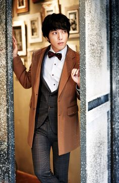 Jung Yong Hwa (Of CNBlue/You're Beautiful) as Asian!Eleventh/Ten Hybrid Doctor HOLYF*CKINGSHERLOCKHOMLESYESYESYESYESYESYESYAYYYYYMOREKPOPCROSSOVERS THAT WONDERFUL MOMENT WHEN YOUR TWO FANDOMS CROSSOVER