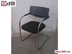 Silla fija de segunda mano, de estructura cromada, respaldo de PVC y asiento tapizado con tela NUEVA de color negro. PVP 40€.