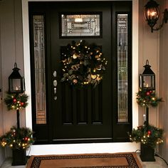 ✨ ✨ Zwart glas-in-lood deur Sliding Glass Door, Exterior Doors With Glass, Black Entry Doors, Painted Front Doors, Front Porch Decorating, Leaded Glass Door, Front Door Styles