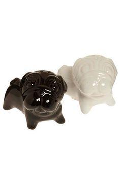 salt and pepper pugs! no way =)