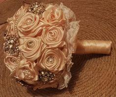 Sparkle e perla spilla Bouquet da sposa di LiMiMoCreation su Etsy