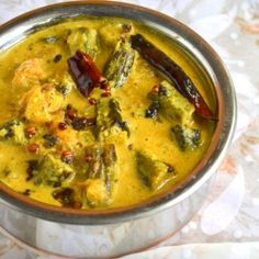 Hyderabadi Dahi Bhindi Masala or Fried Okra in Yogurt Sauce perfect side with rice, roti, paratha, bread Okra Recipes, Milk Recipes, Curry Recipes, Vegetable Recipes, Cooking Recipes, Soup Recipes, Vegetarian Curry, Vegetarian Cooking, Vegetarian Recipes