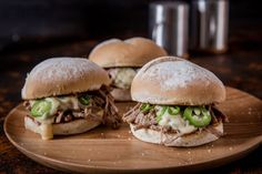 Braised Beef Sliders With Jalapeño And 'Beer' Cheese Sauce - Make delicious beef recipes easy, for any occasion Burger Recipes, Beef Recipes, Beer Cheese Sauce, Beef Sliders, Beef Short Ribs, Braised Beef, Beef Broth, Food Styling, Hamburger