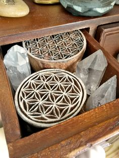 Crystal Grids Tip - Deprogram a crystal before you put them away!