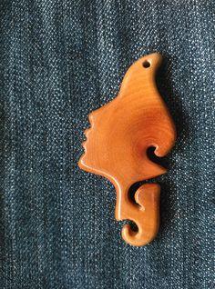 Dije artesanal en madera w.a.vallejo
