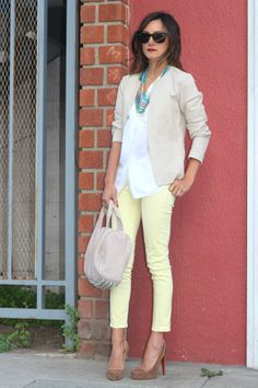 great look, pale yellow pants + white top + lightweight blazer