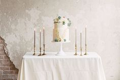 Find wedding cake ideas, groom cake ideas and more. Make your wedding cake table the focal at your Houston wedding reception. Fall Wedding Cakes, Wedding Cake Decorations, Wedding Cupcakes, Chic Wedding, Elegant Wedding, Party Centerpieces, Purple Wedding, Wedding Dreams, Gold Wedding