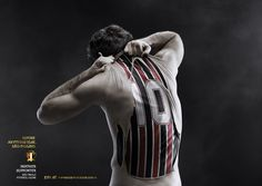 tearing away his skin to reveal a São-Paulo Football Club jersey. Sao-Paulo Football Club's latest ads with storyboard Photoshop For Photographers, Photoshop Tips, Photoshop Photography, Photoshop Tutorial, Sports Advertising, Creative Advertising, Advertising Campaign, Sports Marketing, Photomontage