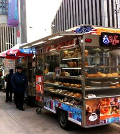 15 things to do in New York City (like sampling street food) | Repinned by @michaelbrisman