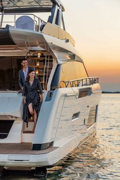 Renowned Italian designer Filippo Salvetti has incorporated huge windows on the main and lower decks of the 670 for a delightful bright, open feel. Yacht Design, Boat Design, Yatch Boat, Catamaran, Speed Boats, Power Boats, Yacht Interior, Modern Interior, Interior Design