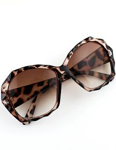 This site has really inexpensive costume jewelry and fashion. Brown Lenses Leopard Sunglasses - Sheinside.com