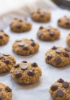 Estas galletas de avena y chocolate son las galletas más sencillas que puedes hacer y siempre salen. Además, son muy sanas y están deliciosas.
