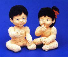 Buster & Bonnie 2 seriously creepy yet equally amazing crocheted dolls. Crochet Bear, Love Crochet, Crochet Animals, Amigurumi Patterns, Amigurumi Doll, Doll Patterns, Knitted Dolls, Crochet Dolls, Crochet Doll Pattern