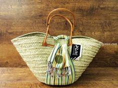 Original Capazo de palma con cierre kikoy y asas de cuero. Está disponible en 2 colores de tela diferentes (30 x 50 cm).