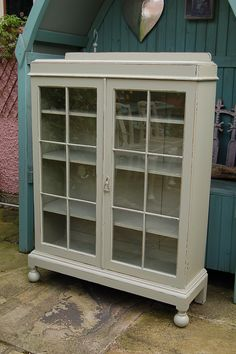 Vintage Display Cabinet hand painted and distressed in F French Grey. & 10 best Vintage display cabinet images on Pinterest | Cabinets ...