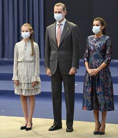 Princes Sofia, Princess Of Spain, Spanish Royal Family, Belted Shirt Dress, Queen Letizia, Spanish Style, Royal Fashion, Carolina Herrera, Lace Skirt