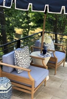 Designer Erin Gates of Elements of Style uses Frontgate's Tambora Lounge Chairs + Calais Umbrella in her space at the Atlanta Homes & Lifestyles Southeastern Showhouse.