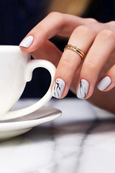 how to do marble nails // midi rings #beauty #nailart #manicure