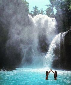 Tennagunu falls Bali